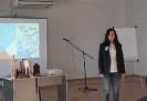Анна Ковалец представляет свой доклад на утреннем круге